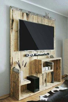 Pallet Projects 50 Stunning DIY Pallet Wall Ideas for Your Apartment Diy Pallet Wall, Diy Pallet Furniture, Diy Pallet Projects, Home Projects, Pallet Tv, Pallet Ideas For Walls, Furniture Nyc, Furniture Dolly, Cheap Furniture