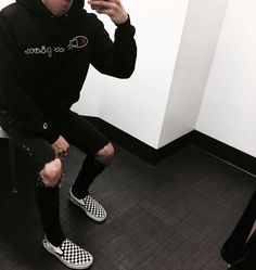 c8ad28d1e78 Outfits With Black Vans