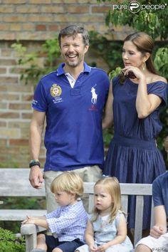 les futurs héritiers en présence de leurs enfants pour les photos officielles de l'été 2013