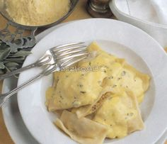 Cheap Hobbies For Men Refferal: 2407531362 Ravioli, Cheap Hobbies, Hungarian Recipes, Hungarian Food, Tortellini, Meat Recipes, Food Porn, Paleo, Food And Drink