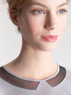 silhouette neckline ambassador of style Neckline Designs, Collar Designs, Blouse Designs, Couture Details, Fashion Details, Fashion Design, Diy Clothing, Sewing Clothes, Sewing Collars