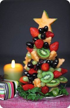 Tasty and Adorable Christmas Treats Smoothie Shop, Smoothie Fruit, Fruit Appetizers, Fruit Snacks, Christmas Desserts, Christmas Treats, Christmas Christmas, Fruit Skewers, Comidas Light