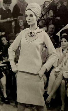 1962 Yves Saint Laurent . Haute couture