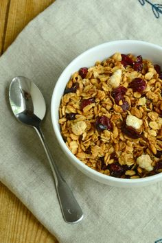 #Nutfree #granola recipe featuring brown rice, oats, ginger and dried…