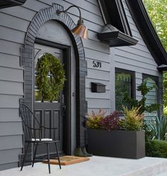 Exterior Lighting Fixtures Front Porches House Numbers 51 Ideas For 2019 Exterior Gris, Black House Exterior, Exterior Paint Colors For House, Paint Colors For Home, Exterior Design, Dark Grey Houses, Dark House, Estilo Tudor, Architecture Design Concept