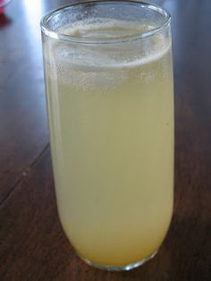 Make soda at home! Peach Soda Syrup via Central Minnesota Mom from #TheArtisanSodaWorkshop book.