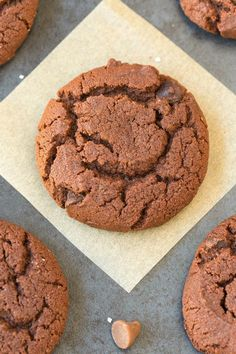 Flourless Keto Chocolate Cookies (Low Carb, Paleo, Vegan)- keto cookies recipe using almond flour, peanut butter- Naturally sugar free too! Low Carb Deserts, Low Carb Sweets, Delicious Cookie Recipes, Best Cookie Recipes, Keto Recipes, Cooking Recipes, Paleo Cookies, Protein Cookies, Biscuits