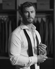 Check out Inherent Clothier shop for Premium Quality Suits! Chris Hemsworth Shirtless, Liam Hemsworth, Hemsworth Brothers, Man Thing Marvel, Actrices Hollywood, Marvel Actors, Hot Actors, Hollywood Actor, Christen