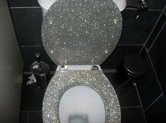 This has a name that starts with glitter and ends with something that goes in the toilet. Rather not say hahahahaha. A glitter toilet! Glitter Toilet Seat, Wc Sitz, Home And Deco, My New Room, My Dream Home, My House, Future House, House Inside, Sweet Home