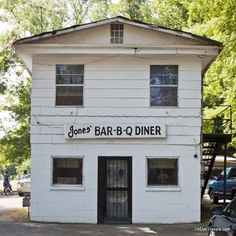 Arkansas is home to a bevy of great restaurants including the James Beard Foundation American Classic located in Marianna - Jones Barbecue Diner which still serves pork barbecue and sauce from a post-Civil War recipe. #ArkFoodHOF #ArkansasFood #jonesbarbecuediner #bbq #barbecue #mariannaarkansas #ClassicArkansasEateries #Arkansas #visitarkansas