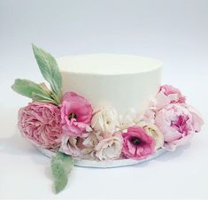 Deco Cake with natural flowers.