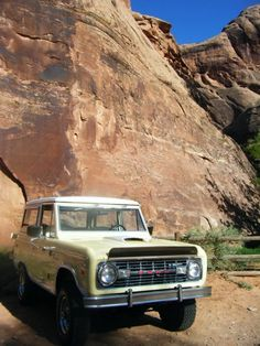 Ford classic early bronco light yellow