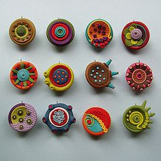 Blossoms A-Side Jana Lehmann's cosmic blossoms- polymer clay pendants No instructions, just a great idea!Jana Lehmann's cosmic blossoms- polymer clay pendants No instructions, just a great idea! Polymer Clay Kunst, Polymer Clay Canes, Polymer Clay Pendant, Fimo Clay, Polymer Clay Projects, Polymer Clay Creations, Polymer Clay Beads, Clay Crafts, Clay Design
