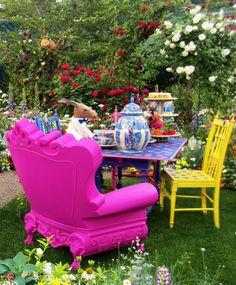 「不思議の国のアリス」がテーマのお庭。ガーデンデザイナーのケイ山田さん。