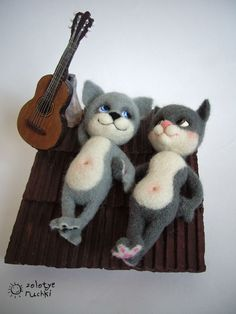 "NATALIA KUZNETSOVA - (artwool) -- ""Two roof"" -- July 21, 2010 -- Of which: wool, Fimo, papier mache. 15x15 cm.. Handmade. Needle Felted Cat, Needle Felted Animals, Felt Animals, 3d Figures, Felt Cat, Cat Doll, Felt Toys, Handmade Toys, Wool Felt"