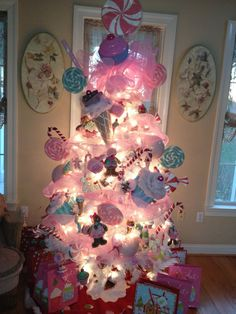I've always wanted a white candy Christmas tree(: gonna try doing it for the girls this year if not next year for sure.