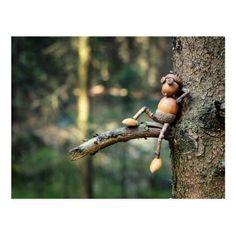 Acorn elf on the tree in the wood Postcard Elfo di ghianda sull'albero in legno Cartolina Acorn Crafts, Pine Cone Crafts, Wood Crafts, Diy Crafts, Nature Crafts, Fall Crafts, Christmas Crafts, Garden Crafts, Garden Art