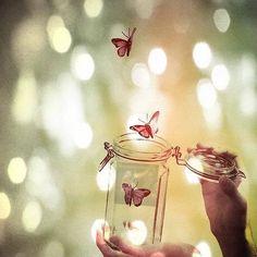 DEJAR IR. A menudo, nos empeñamos en aferrarnos a algo en nuestras vidas que ya forma parte del pasado, pero que aún no nos hemos atrevido a soltar. Haciéndonos daño por ello. Dejar ir, forma parte del ciclo de la vida. El dinero va y viene, la salud va y viene, las personas van y vienen…Nada es permanente. Es difícil separarse de algo a lo que se ha amado de verdad o algo que ha sido importante en nuestra vida. Como puede ser perder un amigo, tener una ruptura sentimental, abandonar nuestr...