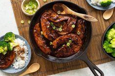 Gekaramelliseerde speklapjes met rijst - 24Kitchen Quick Healthy Meals, Healthy Recipes, Healthy Food, Boat Food, Multicooker, Chicken Wings, Asian Recipes, Great Recipes, Bacon