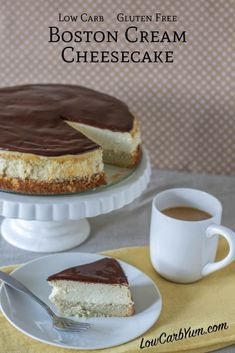 A fabulous low carb Boston cream cheesecake that bakes up in no time. It's got a… A fabulous low carb Boston cream cheesecake that bakes up in no time. It's got a layer of gluten free cake topped with cheesecake then a layer of chocolate! Low Carb Sweets, Low Carb Desserts, Low Carb Recipes, Protein Desserts, Protein Recipes, Healthy Recipes, Quick Keto Dessert, Dessert Recipes, Cupcake Recipes