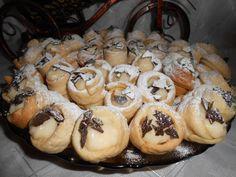 Romanian Desserts, Romanian Food, Pastries, Stuffed Mushrooms, Deserts, Cookies, Baking, Vegetables, Stuff Mushrooms