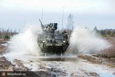 Un u.s. ejército stryker blindado vehículo, asignadas a la sede y la sede de tropas, segundo Regimiento de caballería ( prusiano ), mueve a un objetivo durante un combinado vivir - fuego ejercicio con la letón fuerzas terrestres, parte de la operación Atlántico resolver en adazi formación espacio, letonia, de marzo de 6 , 2015. operación Atlántico resolver es un u.s. ejército europeo condujo tierra fuerza fiabilidad formación misión que se dan en Estonia, letonia, lituania y Polonia para…