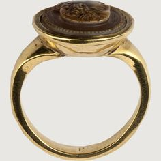 CAMEO RING OF A MAN IN PROFILE Italy, 16th century Sard with a modern gold mount