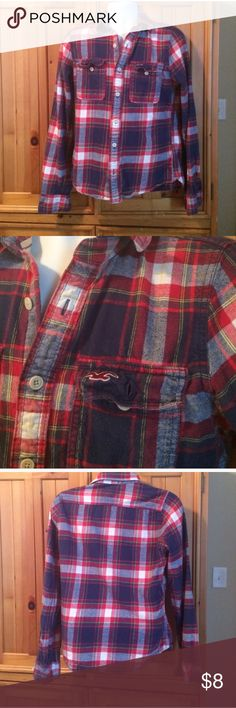Hollister Flannel Button Down 🌬 Stay warm in this great Hollister flannel this fall or this winter! Hollister Shirts