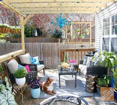 The pergola built over this back deck opens up so many patio decor possibilities. Click through to see more of this beautiful deck makeover.