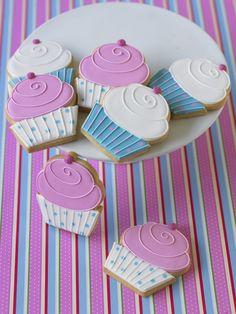 Que lindas!!!!! Galletas decoradas de cupcake!!!! Muy sencillas pero muy llamativas
