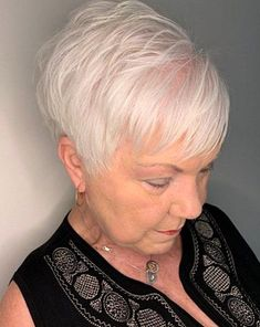 14 70 White Feathered Pixie for Thin Hair Haircuts for women over 70 have become more stylish in the past couple of years. This feathered pixie is also great for women with thinning hair. Its delicate and soft sideswept bangs cover the problematic areas and work as a lovely accent. Haircuts For Thin Fine Hair, Hairstyles For Fat Faces, Haircut For Older Women, Mom Hairstyles, Short Pixie Haircuts, Short Bob Hairstyles, Stylish Hairstyles, Latest Hairstyles, Braided Hairstyles