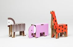 DIY fold-and-go zoo: These Cardboard Animals by Papierowe Miasto feature retro fresh details and arrive flat-packed! Cardboard Animals, Cardboard Toys, Paper Animals, Paper Toys, Wooden Toys, Cardboard Playhouse, Cardboard Furniture, Mr Printables, Diy For Kids