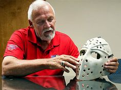 Bernie Parent has been reunited with the goalie mask that he lost during the 1971 playoffs. Flyers Hockey, Hockey Goalie, Hockey Games, Hockey Players, Bernie Parent, Philadelphia Sports, Goalie Mask, Nhl News, Wayne Gretzky