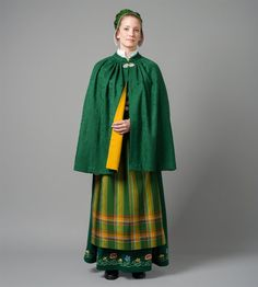 Cape til Nordlandsbunad Folk Costume, Costumes, Norwegian Vikings, Costume Design, Traditional Outfits, Vintage Photos, Norway, Bridal Dresses, Cape