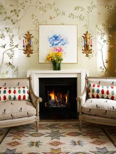 Nest by Tamara post on chinoiserie:  badmiton wallpaper by de Gournay - photo courtesy of de Gournay
