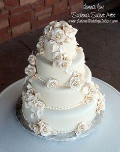 Gluten free wedding cake   Keywords: #glutenfreeweddingfoods #jevelweddingplanning Follow Us: www.jevelweddingplanning.com  www.facebook.com/jevelweddingplanning/