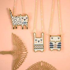"Image of Perlez-moi ""Panpan"" Bead Jewellery, Seed Bead Jewelry, Beaded Jewelry, Handmade Jewelry, Diy Jewelry, Arte 8 Bits, Iron Beads, Peyote Beading, Beaded Animals"