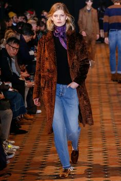 The complete Officine Generale Fall 2018 Menswear fashion show now on Vogue Runway.