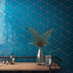 Oseriez-vous le bleu ?  💙😍 . . . #ceramique#bleu#bluetile#styleinspiration#decorinspo#homedecor#style Kitchen Tiles, Home Decor, Style, Blue, Swag, Decoration Home, Room Decor, Stylus, Interior Design