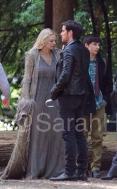 A behind-the-scenes look at the costume we'll see Emma wearing in the Once Upon a Time season 5 premier.