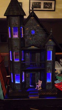 What a cool Haunted Dollhouse - this would be great for Halloween! What a cool Haunted Dollhouse - this would be great for Halloween! What a cool Haunted Dollhouse - this would be great for Halloween! Spooky Halloween, Halloween Village, Halloween Haunted Houses, Holidays Halloween, Halloween Crafts, Halloween Decorations, Halloween Entryway, Halloween Ideas, Haunted Dollhouse