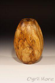 Cyril More, atelier de l'écorce au coeur, tourneur sur bois, lac de Vassivière, sur île de Vassivière, départements Creuse Haute-Vienne, rég...