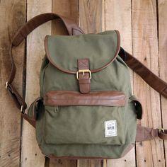 Tas Ransel Taylor Fine Goods Backpack 302 Green  Spesifikasi Dimensi : 38 cm x 30 cm x 12 cm Material : Kanvas dan Kulit Sintetis Warna : Hijau http://yuk.bi/td37d