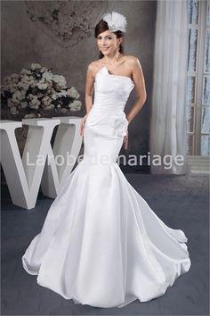Robe de mariée à traîne balai sirène simple décorée de fleurs en satin € 185.99