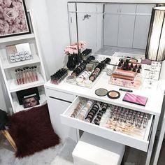 23 Must-Have Makeup Vanity Ideas By Rebecca Puttock - Tanzania Home Ideas Makeup Storage, Makeup Organization, Diy Dry Shampoo, Vanity Desk, Vanity Room, Beauty Salon Design, Glam Room, Makeup Rooms, Beauty Hacks Video