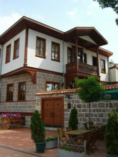 Ottoman house in Ankara, Turkey Turkish Architecture, Architecture Design, Orient House, Beautiful Homes, Beautiful Places, Facade House, Classic House, Interior Exterior, Traditional House