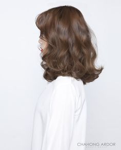 Brown wavy short hair idea The Effective Pictures We Offer You About wavy hair shoulder length A qua Korean Hair Color Brown, Korean Short Hair, Korean Perm, How To Curl Short Hair, Short Wavy Hair, Permed Hairstyles, Pretty Hairstyles, Men Hairstyles, Medium Hair Styles