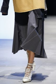 See detail photos for Derek Lam Spring 2016 Ready-to-Wear collection.