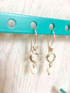White coral earrings that is simple and elegant. A by MioCapriccio