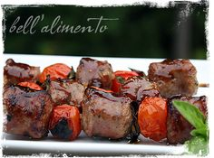 Spiedini alla Salsiccia (Sausage Kebabs glazed with balsamic and fig preserves) add fresh figs too! Appetizer Recipes, Snack Recipes, Appetizers, Cooking Recipes, Snacks, Love Eat, Love Food, Sausage Kabobs, Food On Sticks